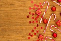 有圣诞节球的棒棒糖 免版税库存图片