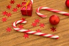 有圣诞节球的棒棒糖 图库摄影