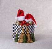 有圣诞节球的箱子 免版税库存图片