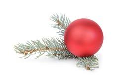 有圣诞节球的蓝色云杉的枝杈 免版税库存照片
