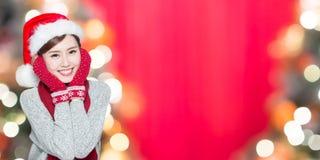 有圣诞节的秀丽妇女 免版税库存照片