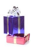 有圣诞节礼品的杂色配件箱 免版税库存照片