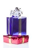 有圣诞节礼品的杂色配件箱 库存图片
