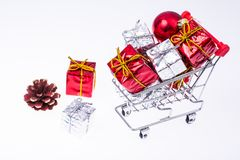 有圣诞节礼物的台车在白色背景 免版税图库摄影