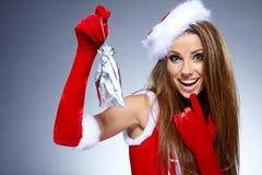 有圣诞节礼物的性感的女孩 图库摄影