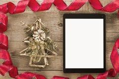 有圣诞节装饰的片剂个人计算机 免版税库存图片