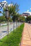 有圣索非亚大教堂的Sultanahmet广场 库存图片