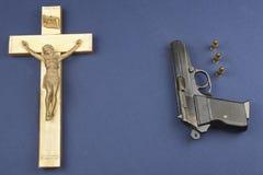 有在上写字的INRI的一幅木耶稣受难象 免版税库存照片