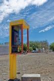 有在摘机状态的接收器的一个公开投币式公用电话 库存图片