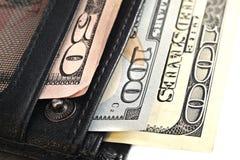 有在白色背景隔绝的钞票的钱包 免版税图库摄影