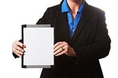 有在白色隔绝的一个白板的女实业家 免版税库存照片