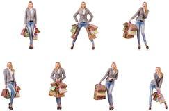 有在白色隔绝的购物带来的美女 免版税库存图片