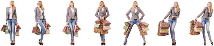 有在白色隔绝的购物带来的美女 免版税图库摄影