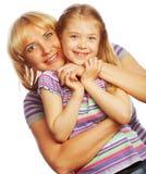 有在白色隔绝的她愉快的妈妈的小女孩 图库摄影