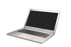 有在白色隔绝的空白的白色屏幕的现代膝上型计算机 免版税库存图片