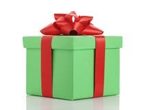 有在白色隔绝的红色丝带弓的绿色礼物盒 库存图片