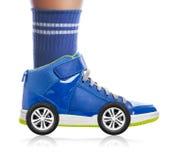 有在白色隔绝的轮子的蓝色体育鞋子 免版税库存照片