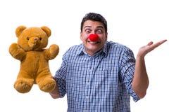 有在白色bac隔绝的一个软的玩具熊玩具的滑稽的小丑人 免版税图库摄影