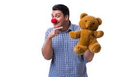 有在白色bac隔绝的一个软的玩具熊玩具的滑稽的小丑人 免版税库存图片