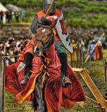 有在马背上长矛的骑士 免版税库存照片