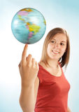 有地球的少妇 免版税图库摄影