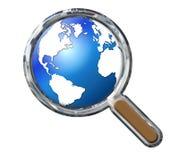 有地球的镀铬物放大镜在白色 免版税库存照片