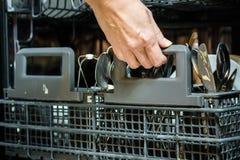 有坏的盘的洗碗机 粉末、洗碗盘行为片剂和rin 免版税库存照片