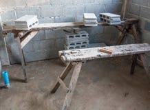 有块的老木脚手架 免版税库存照片