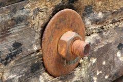 有坚果的生锈的螺栓 难看的东西工业建筑 库存照片