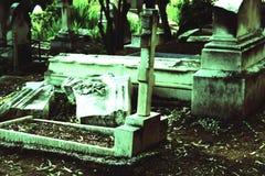 有坟茔的古老公墓 库存照片