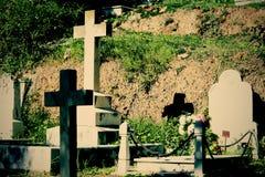 有坟茔的古老公墓 免版税库存照片