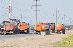 有坦克的卡车石油产品和c的运输的 库存照片