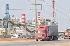 有坦克的卡车石油产品和c的运输的 免版税库存照片