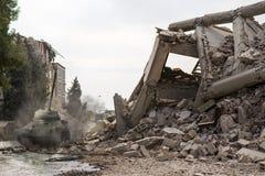 有坦克的损坏的城市 库存图片