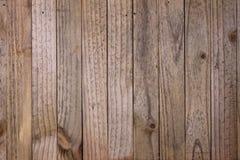 有垂直的板条的老木墙壁 免版税库存图片