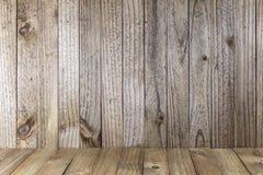 有垂直的板条的老木墙壁 库存照片