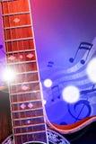 有垂直红色和蓝色的光的例证声学吉他 免版税库存照片