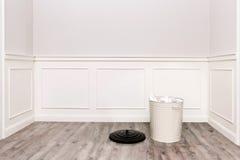 有垃圾桶的室 免版税库存照片