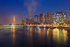有埃佛尔铁塔的在晚上,巴黎法国全景 免版税图库摄影