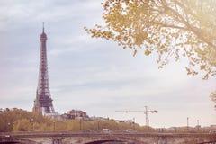 有埃佛尔铁塔的巴黎在秋天时间 免版税库存照片