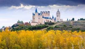 有城堡和主教的座位的塞戈维亚在11月 免版税库存照片