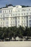 有基督雕象的科帕卡巴纳宫殿旅馆赎回 免版税库存图片