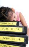有堆的一个被用尽的女孩文件 免版税库存图片