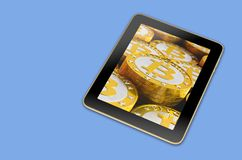有堆的普通片剂在屏幕上的Bitcoins 向量例证