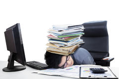 有堆的男性会计文书工作 免版税库存照片