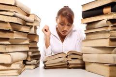 有堆的美丽的少妇书 免版税库存图片