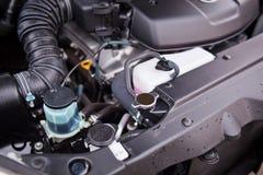 有塑料和容器的一辆新的越野车液体的 图库摄影