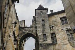 有塔和曲拱的议院 免版税库存图片