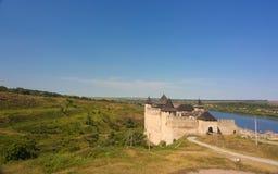 有塔和防御墙壁的中世纪堡垒在乌克兰 免版税库存照片