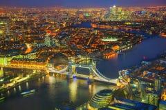 有塔桥梁的伦敦市空中概要 免版税图库摄影